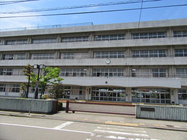 駅西道場(西小学校体育館)